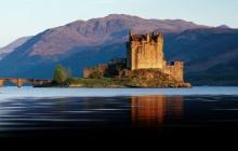 Le château d'Eileann Donan et l'île de Skye